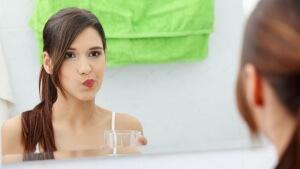 Зубную пасту рекомендует стоматолог
