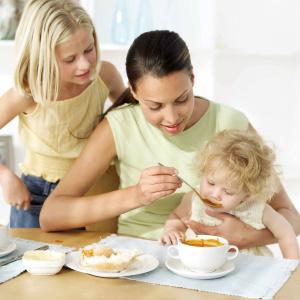 При поносе дети должны питаться легкой пищей