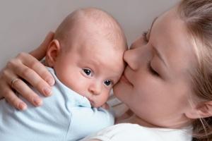 Для новорожденных частые дефекации считаются нормальным явлением