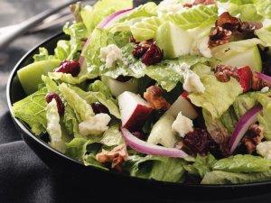 Диетический салат с орехами