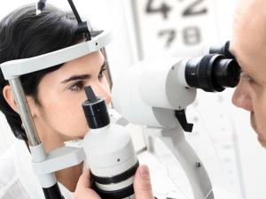 Болезнями глаз занимается офтальмология
