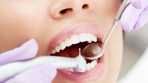 Процедура удаления зуба мудрости относительно безболезненна
