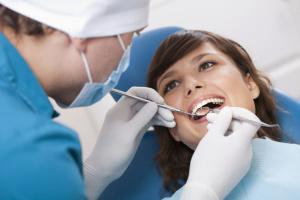 Для предотвращения кариеса нужно соблюдать гигиену полости рта