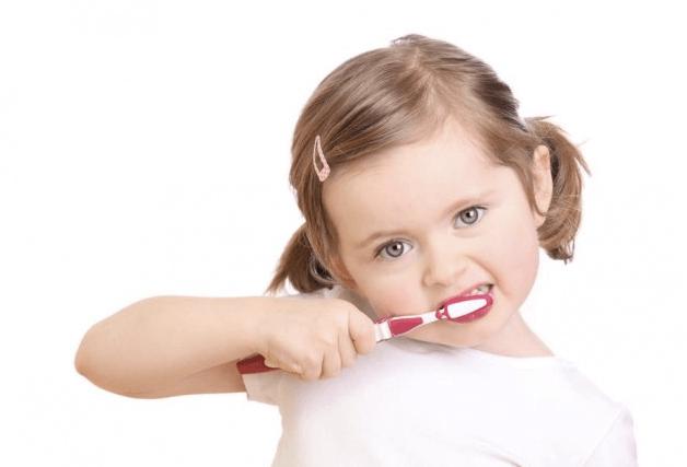 Регулярная чистка зубов