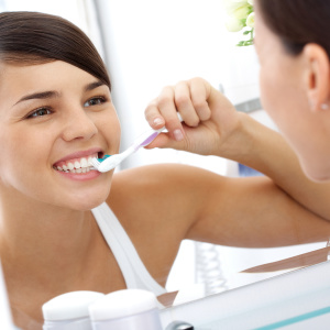 Можно ли отбелить зубы содой — разбираем мифы