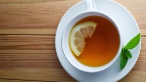 Чай в банку с чайным грибом нужно периодически доливать