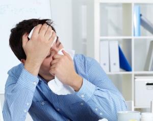Большинство людей при симптомах простуды начинают паниковать