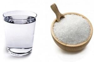 Полоскание горла соленой водой