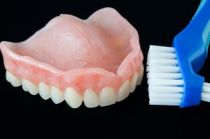 Чистим зубной щеткой