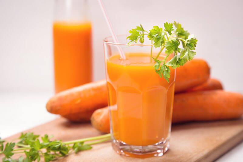 свежий морковный сок в народной медицине плотно позавтракал