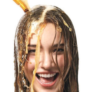 При полоскании волос