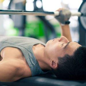 Как прокачать бицепс: упражнения для спортзала и домашних тренировок