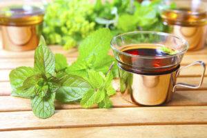 Мелиссовый чай для устранения боли
