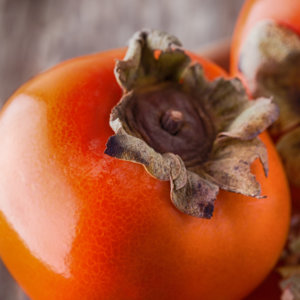 Спелый плод хурмы