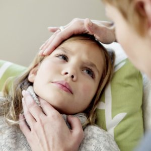 Средство от боли в горле для детей — как выбрать эффективное лекарство