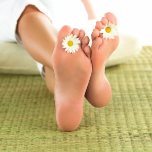 Лечение трещин на пятках народными средствами и традиционной медициной