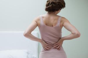 Многие люди жалуются на боли в спине