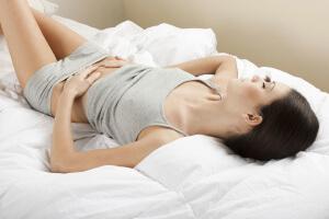 Большинство девушек мучаются болями во время месячных