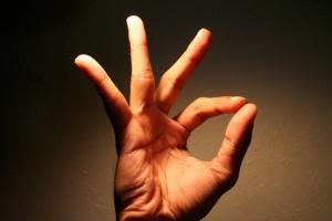 Для разработки большого пальца можно найти множество упражнений