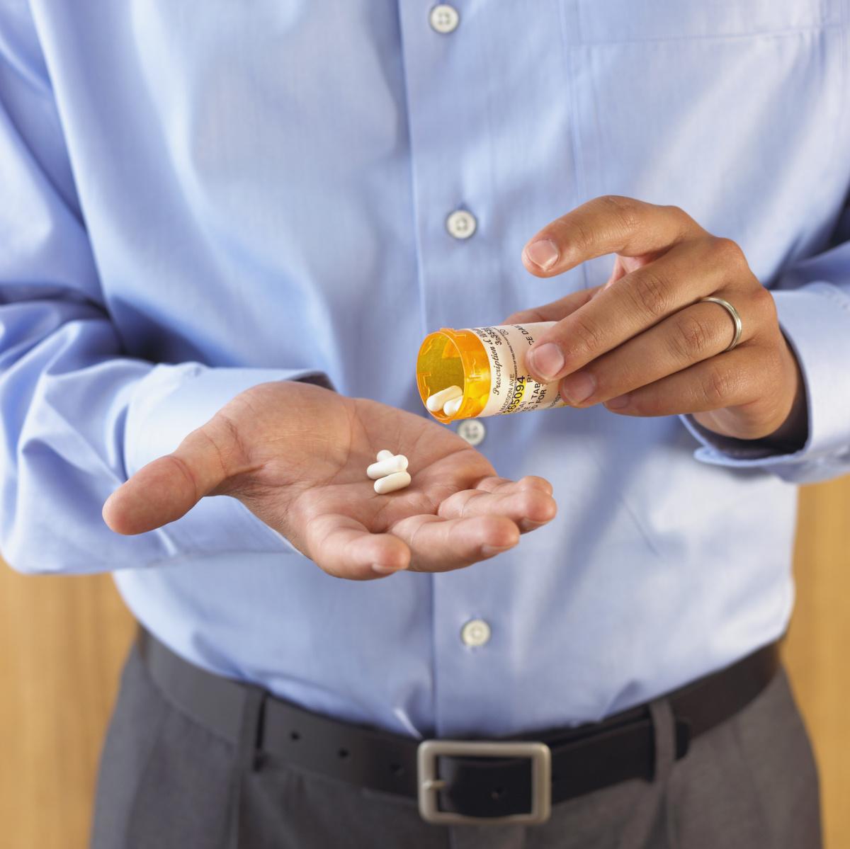 Пациентам назначаются препараты для печени