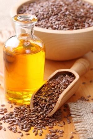 Выделяют ряд полезных свойств льняного масла