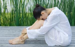 Белые выделения могут появиться из-за стресса