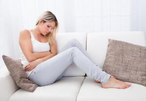 Большинство женщин испытывают боль при месячных