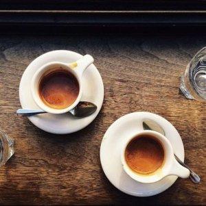Натуральный кофе устраняет луковый запах