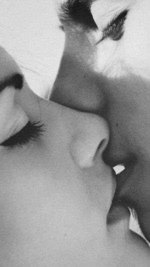 СПИД не передается через поцелуй!