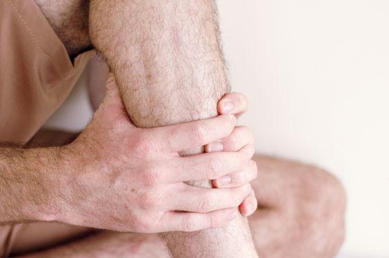 Что делать если ночью свело ногу судорогой, и теперь она болит не отпускает
