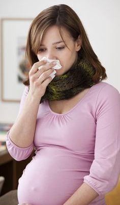 Как лечиться при простуде беременным: симптомы, возможные опасности, медикаментозное лечение, терапия народными средствами