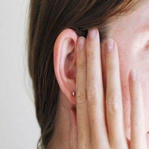 Как убрать заложенность уха при различных этиологиях: методы лечения и первая помощь