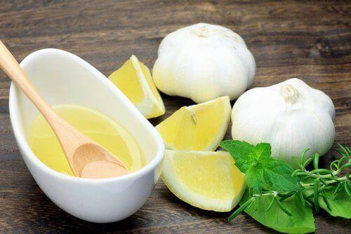 Настойка чеснока и лимона с медом: полезные свойства и противопоказания.
