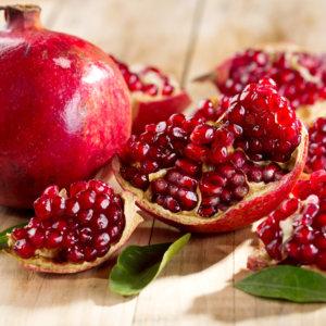 Полезные свойства граната и противопоказания к употреблению ягоды
