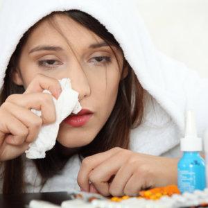 Чем лечиться от простуды кормящей маме, какие медикаменты можно использовать
