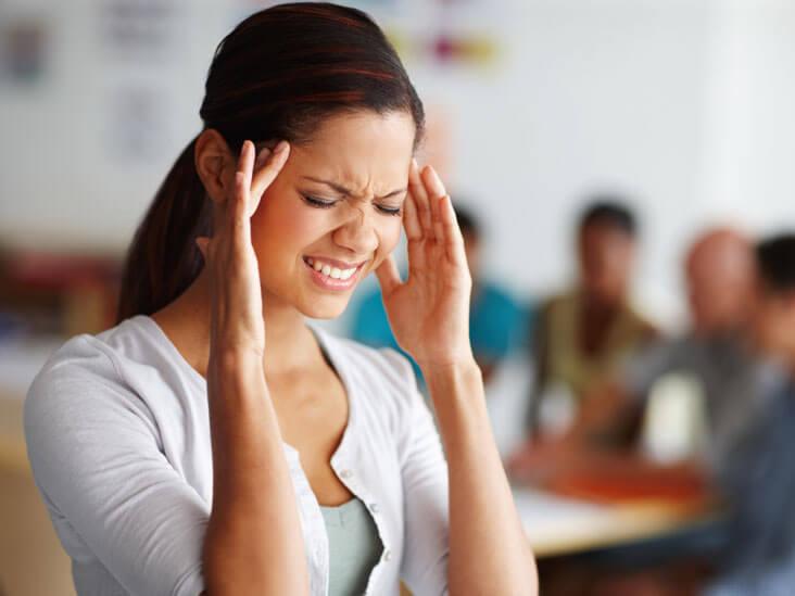 Головная боль при месячных: почему болит голова?
