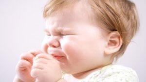 Чихание ребенка