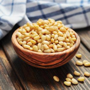 Можно ли беременным кедровые орехи: польза, противопоказания