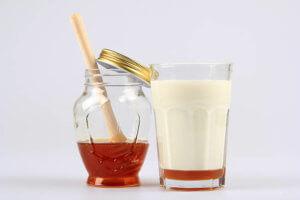 Польза молока с медом