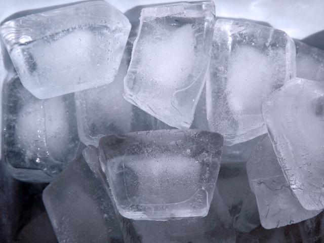 Использование льда для снижения отека