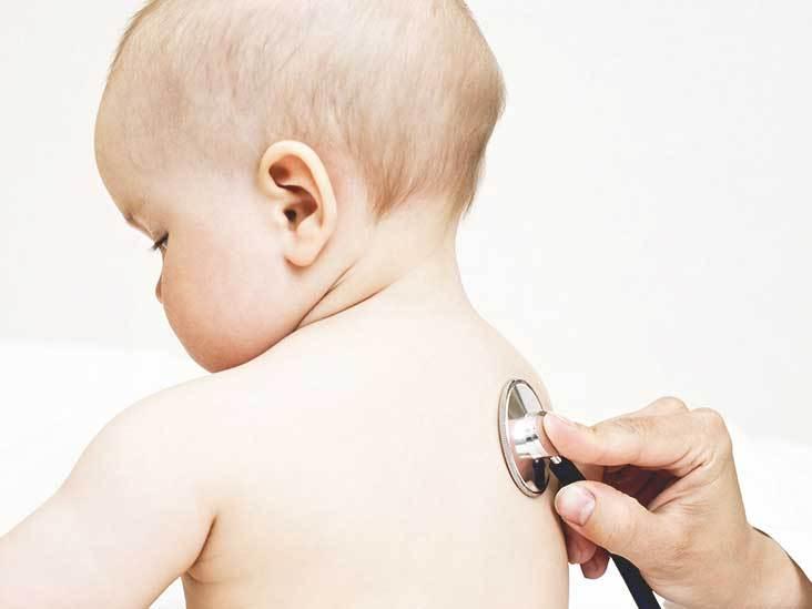 Прослушивание легких и бронхов у малыша