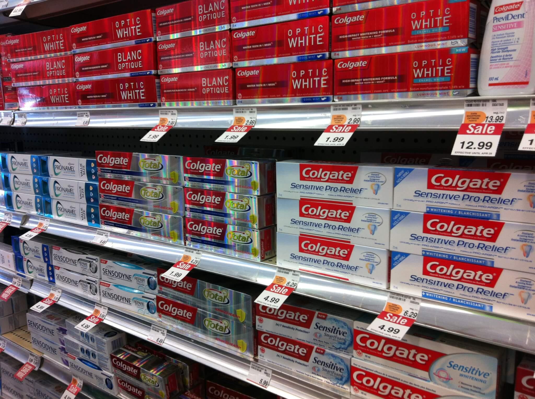 Покупка зубной пасты в магазине