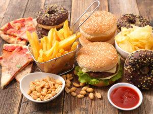 Вредные продукты негативно влияют на кожу