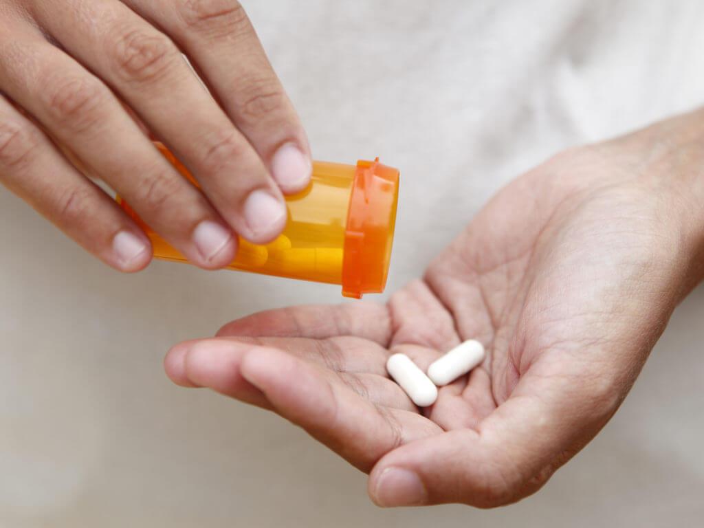 Прием кальция в таблетках