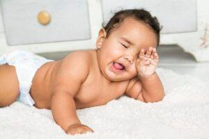 Сколько должен спать малыш днем