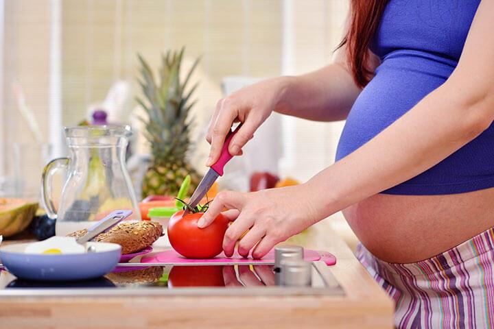 Беременную тянет на помидоры