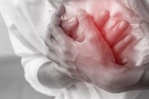 Периодическая боль в груди