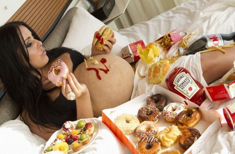 Не злоупотребляйте фасфудом во время беременности