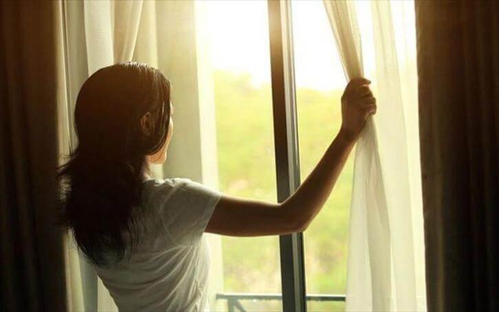 Обязательно открыть окно