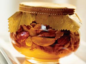 Лечение медом и орехами